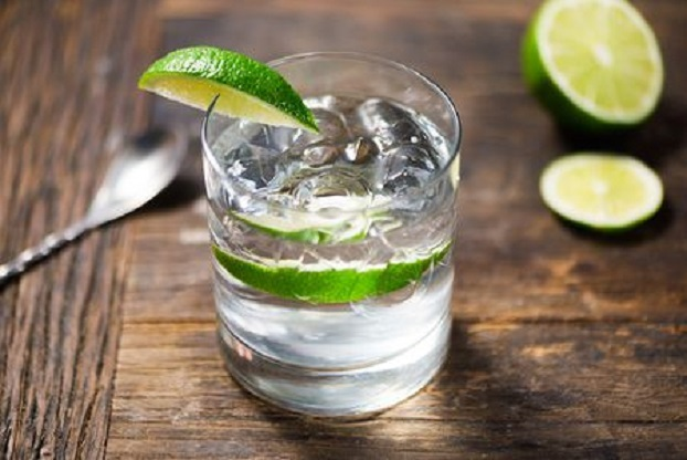 mix gin with lime juice