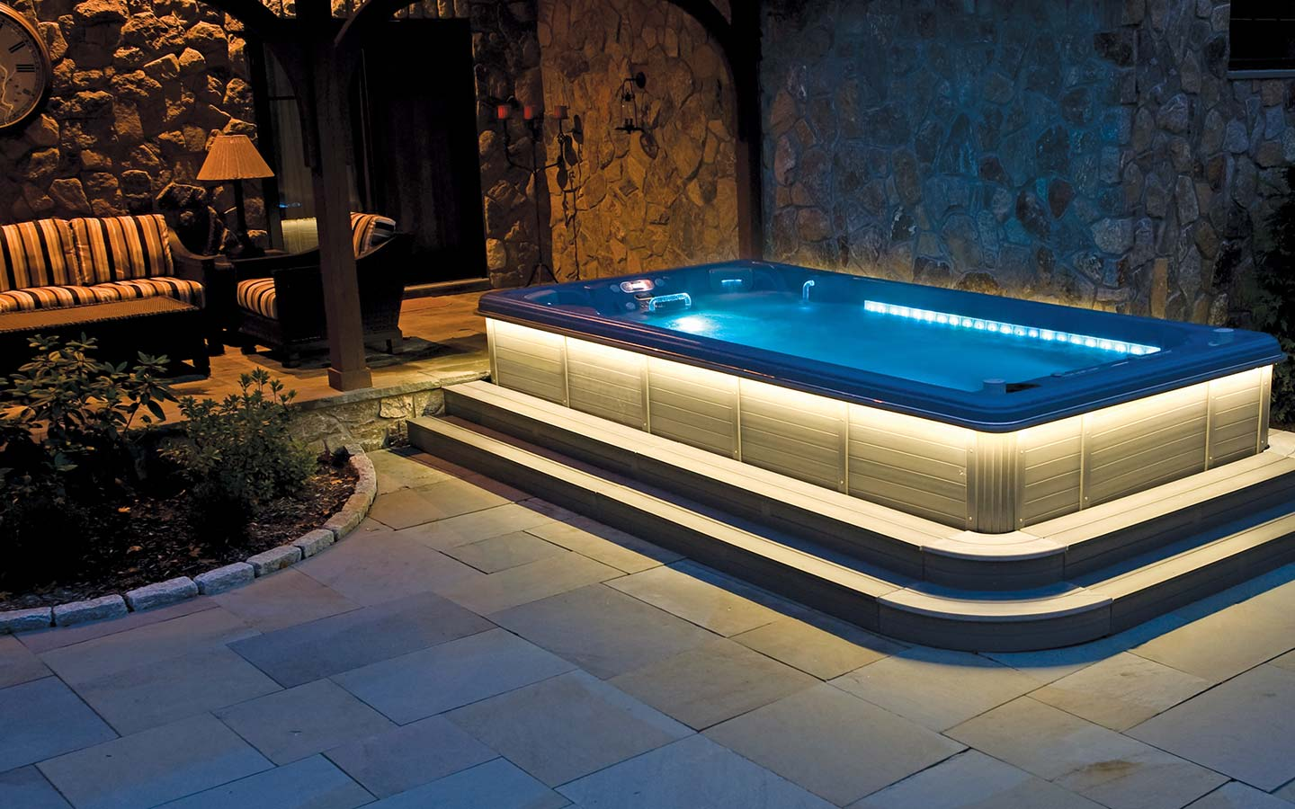 outdoor spa pool
